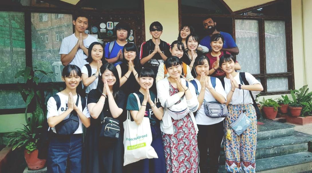 ネパールで活動中の日本人高校生ボランティア